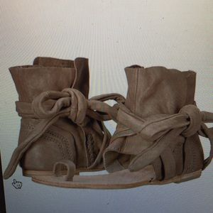Free People Delaney Sandal. Taupe color